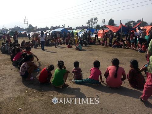 네팔 지진 후 한 달, 카트만두에는 그래도 사람이 산다