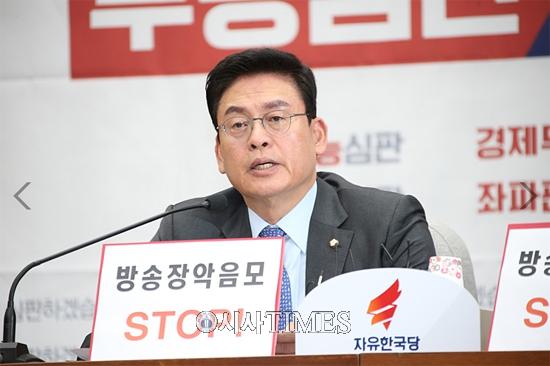 """정우택 """"새 헌재재판관 지명 '우리법연구회 사법부' 만들 작정인가?"""""""