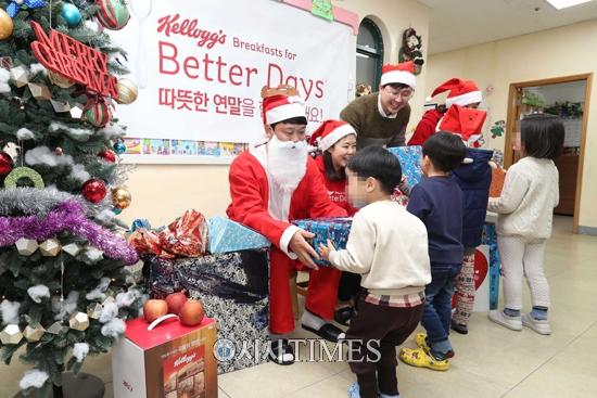 켈로그 임직원, 보육원 아이들 위해 일일 산타로 변신