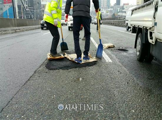광주경찰, 도로 '포트홀' 720여개소 긴급복구 나서