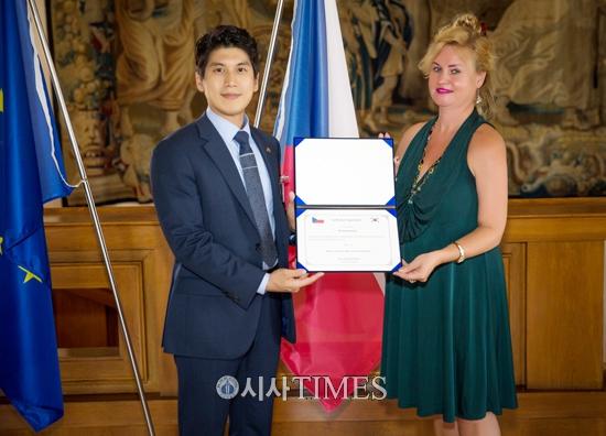 체코 외교부, 정사무엘 한문화외교사절단 단장 표창 수여