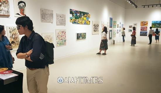 디스에이블드, 소속 발달장애인 예술가들의 전시회 열려
