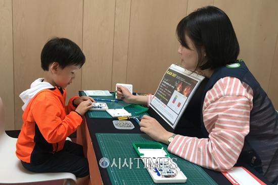 밀알복지재단, 아동·청소년 대상 '태양광랜턴 체험교실' 진행