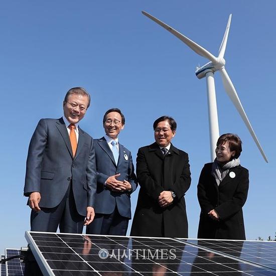 """문 대통령 """"새만금 재생에너지 사업 개막…에너지 전환정책 시금석"""""""