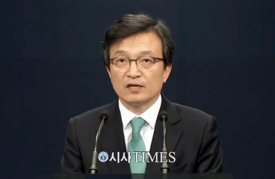 """靑 """"문 정부 유전자에 '민간인 사찰' 존재하지 않아"""""""