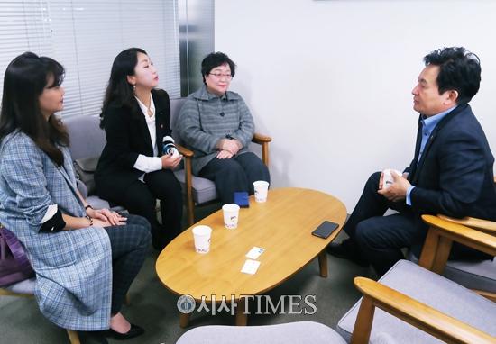 원희룡 제주지사, 첫 동백챌린지 임정희 교수에게 감사의 마음전해
