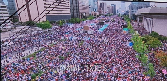 광화문-시청-서울역 일대, 300만 여명 운집