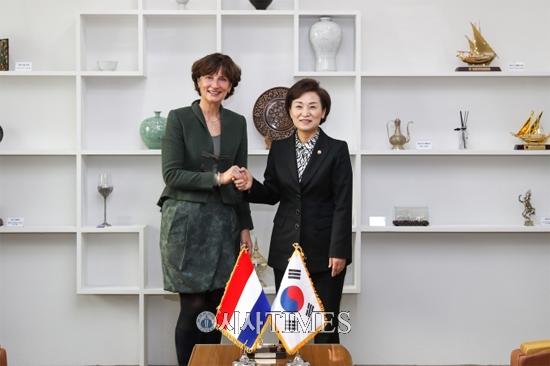 김현미 장관, 요아나 돌너왈드 주한 네덜란드 대사 접견