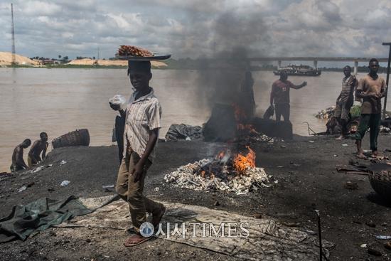 전 세계 어린이 34% 납 중독 상태 유니세프 납 오염 노출