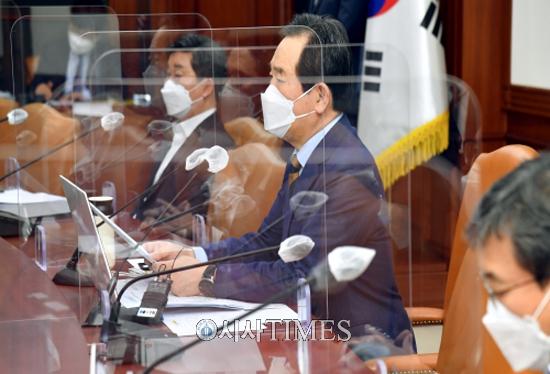 """정 총리 """"AZ백신 안전성 문제없어…허위·조작정보 유포에 강력 대처"""""""