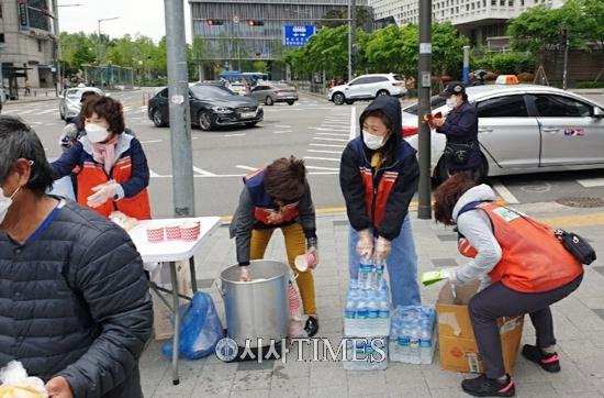 지구보존 HAPPY봉사단, 노숙자 도시락 무료나눔 봉사 1일 진행