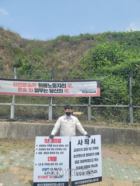 """文대통령 """"해운강국 자존심 되찾아""""…부산항 신항 방문"""