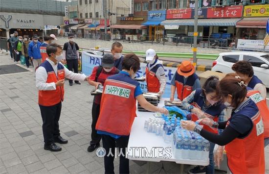(사)지구보존운동연합회 HAPPY봉사단, 노숙인들 도시락 나눔 봉사 진행