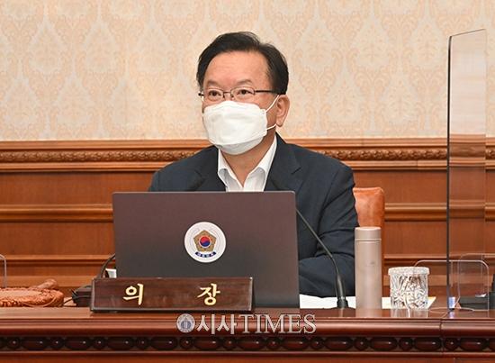 """김부겸 총리 """"노·사 모두 최저임금안 대승적 차원서 수용해 달라"""""""