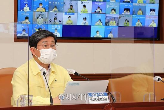 수도권 내달 8일까지 4단계 2주 연장…3인모임 금지